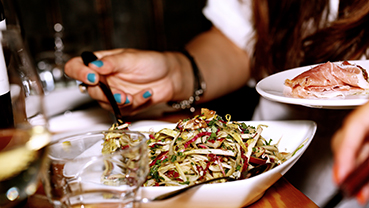 Dieting Pressure in Teens Tied to Food and Weight Problems Later